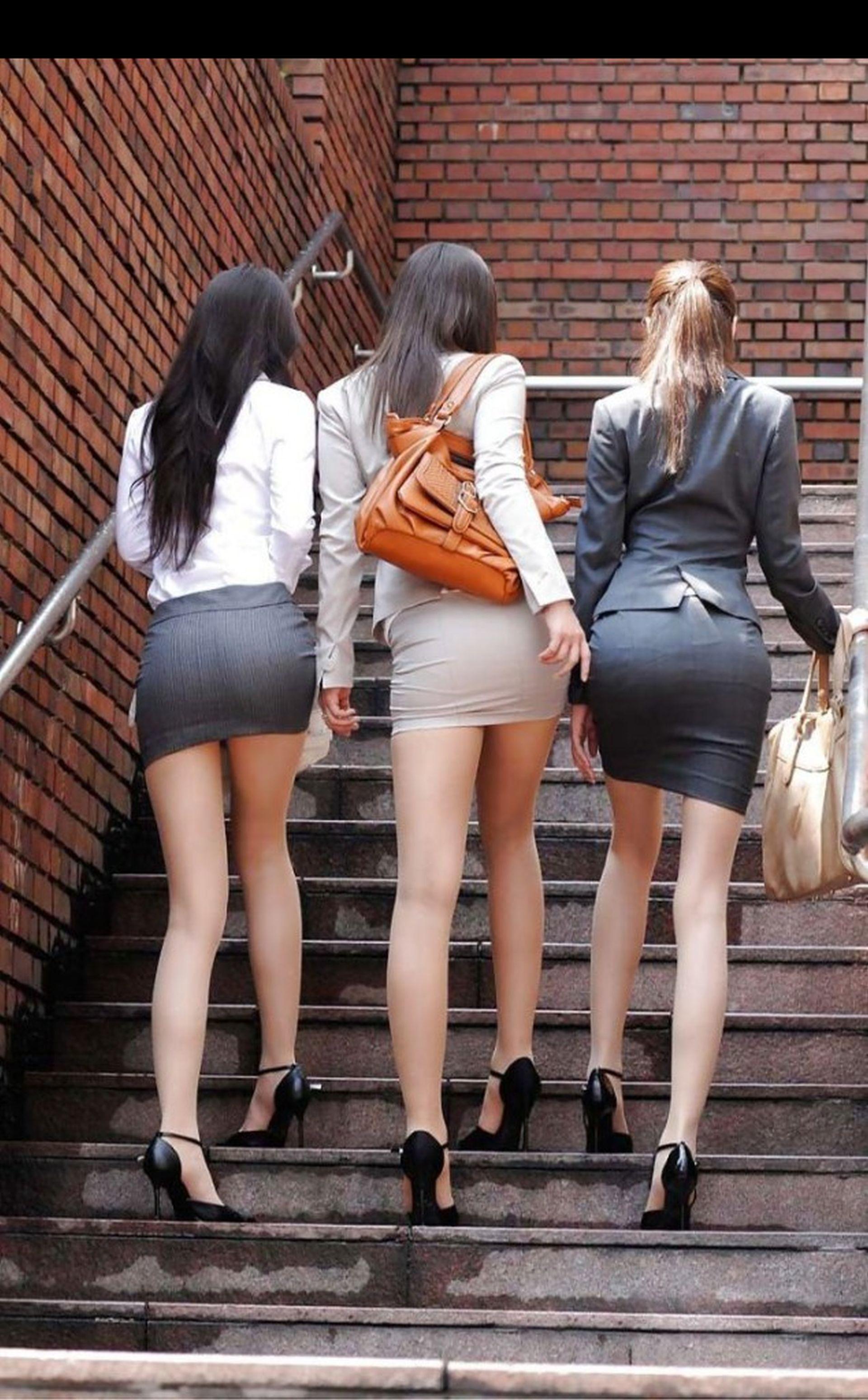 девушки в обтягивающих юбках фото